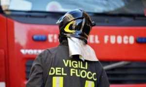Incendio in area deposito a Crotone